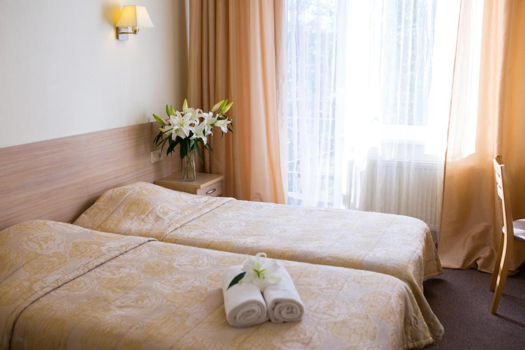 A bed or beds in a room at Hotel SPA Arkadia
