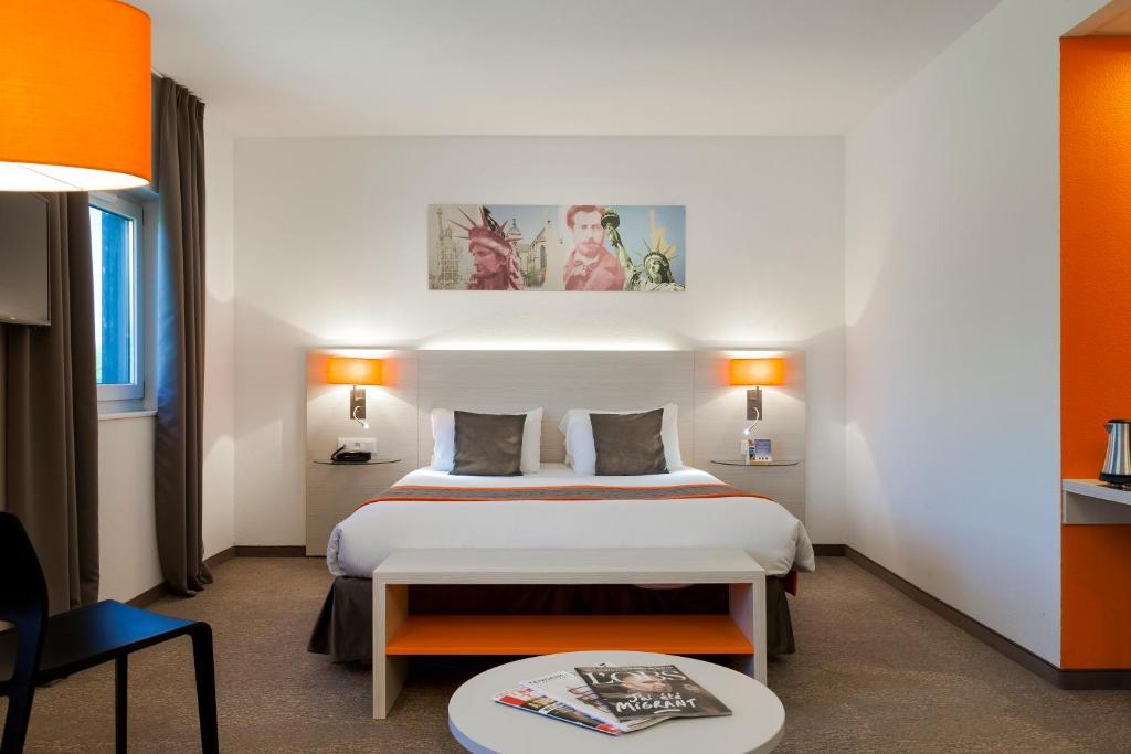 Un ou plusieurs lits dans un hébergement de l'établissement Comfort Hotel Expo Colmar