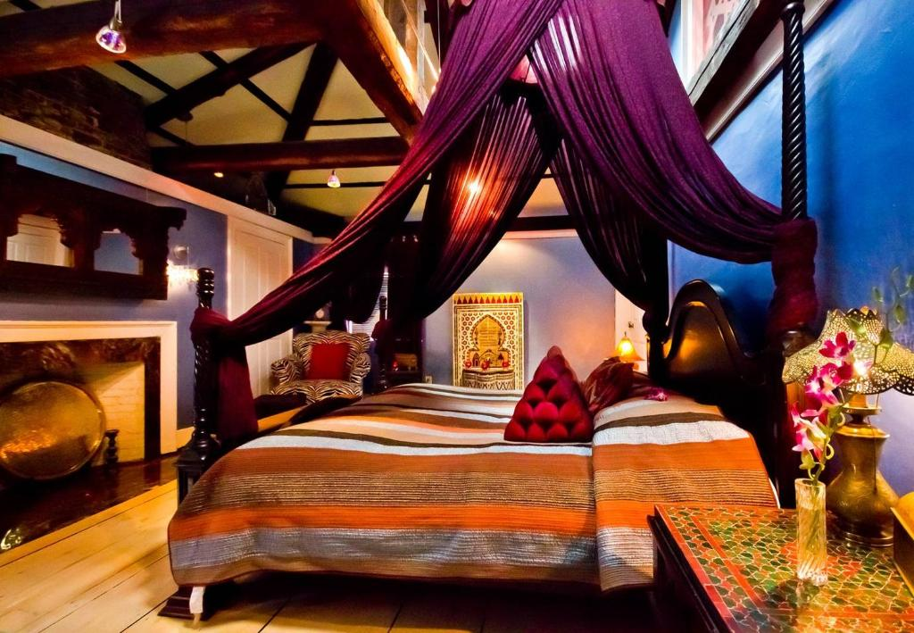 A bed or beds in a room at Moroccan Luxury Suites
