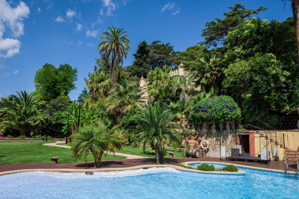 The swimming pool at or near Hotel Villa Retiro