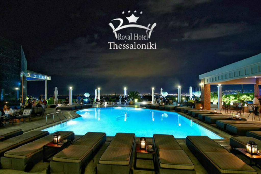 Basen w obiekcie Royal Hotel Thessaloniki lub w pobliżu