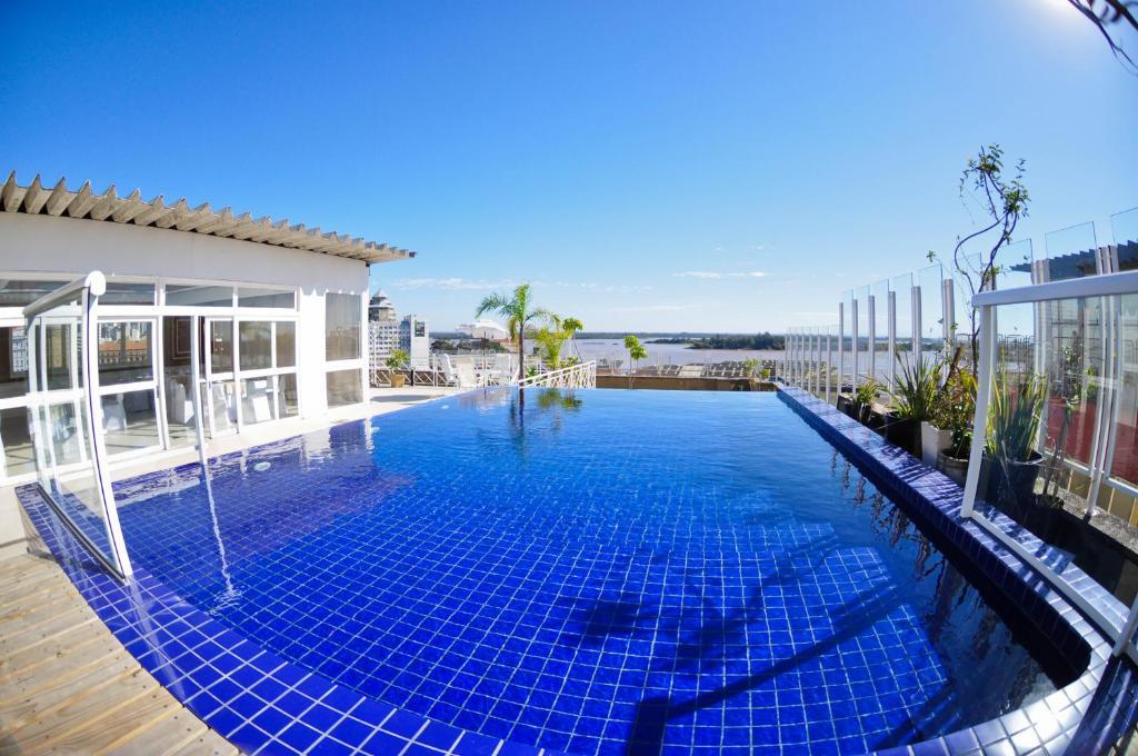 The swimming pool at or close to Hotel Continental Porto Alegre e Centro de Eventos