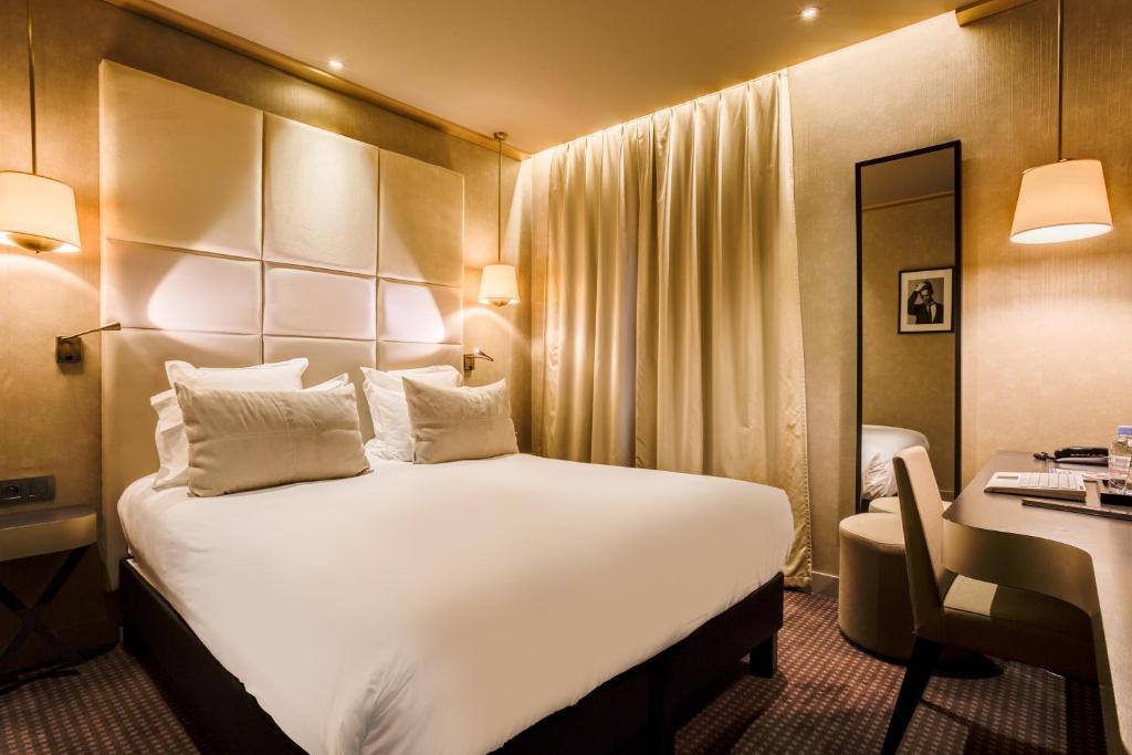 Ein Bett oder Betten in einem Zimmer der Unterkunft Hotel Armoni Paris