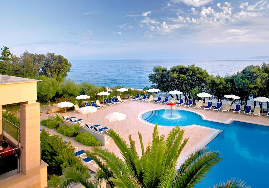 A view of the pool at La Luna Hotel or nearby
