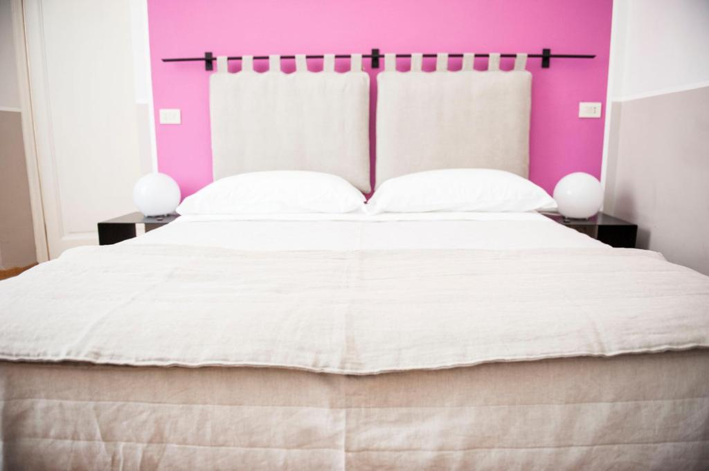 A bed or beds in a room at Florian Rooms Guest House