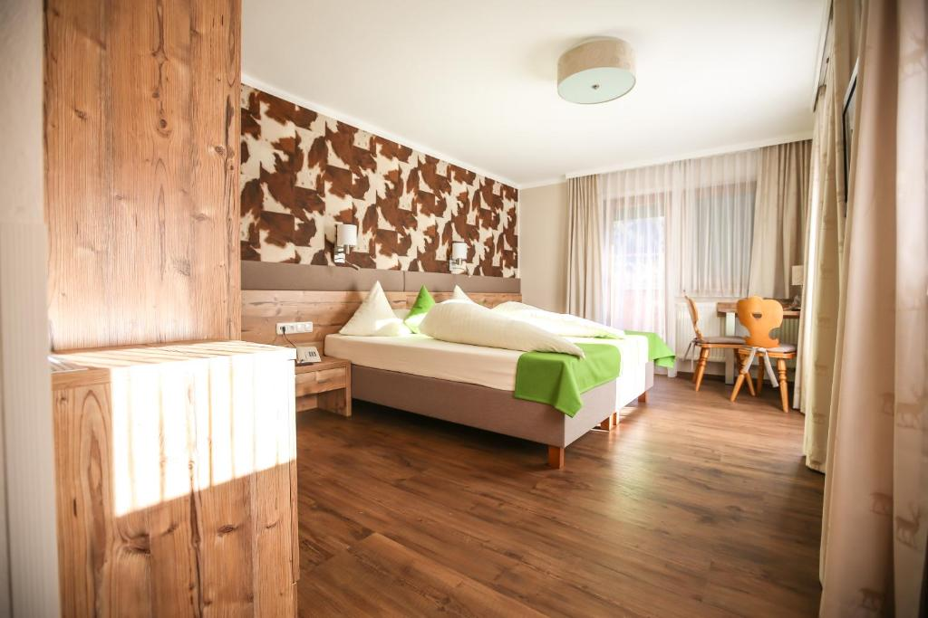 A bed or beds in a room at Hotel Landhaus Carla