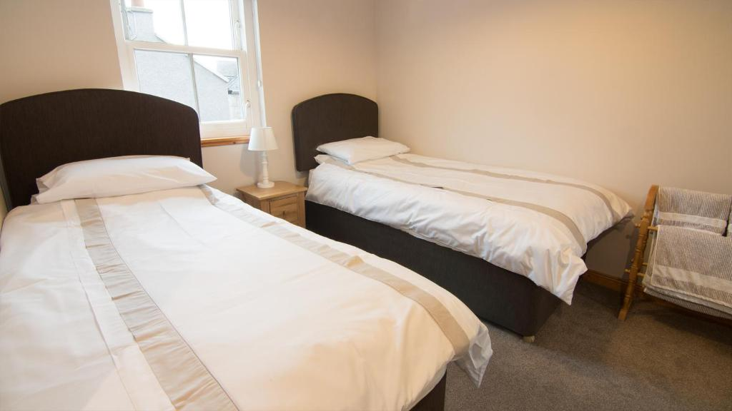 A bed or beds in a room at Morris Gardens Apartments