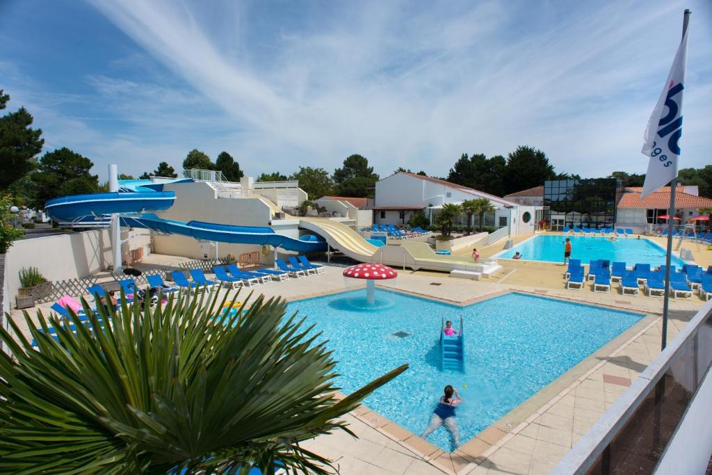 Het zwembad bij of vlak bij Camping Officiel Siblu Le Bois Masson