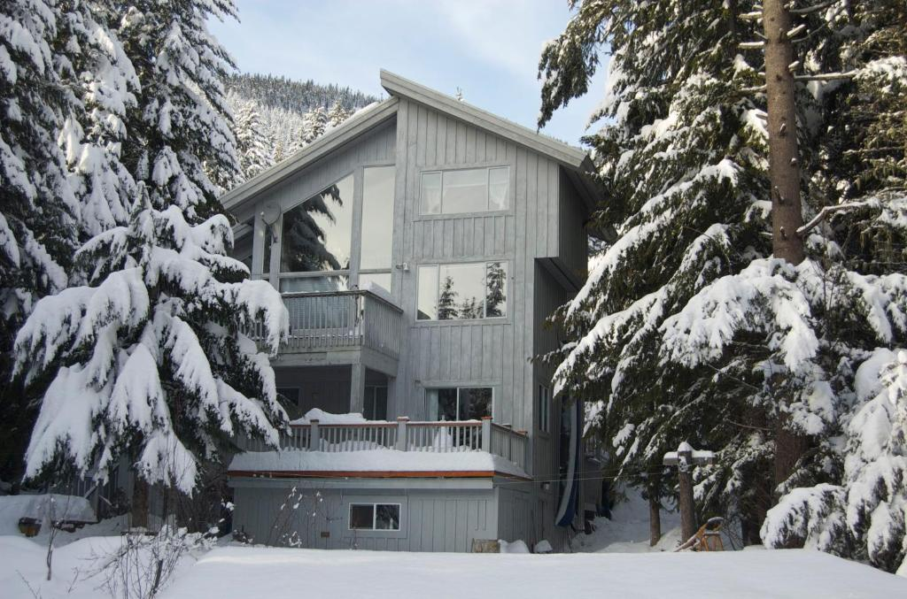 Belle Neige Suites: Whistler during the winter