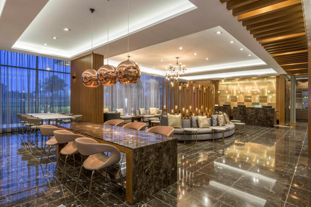 Salon ou bar de l'établissement Courtyard by Marriott Bogota Airport