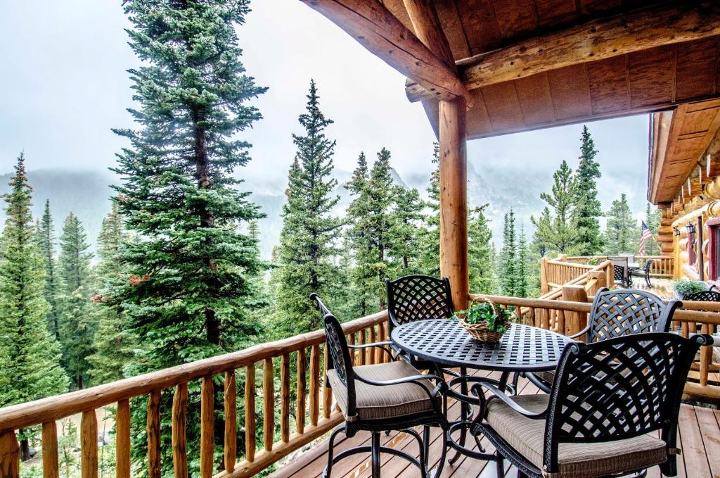 A balcony or terrace at The Silver Lake Lodge - Adults Only