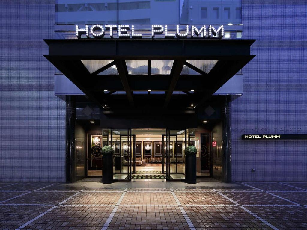 The facade or entrance of Hotel Plumm
