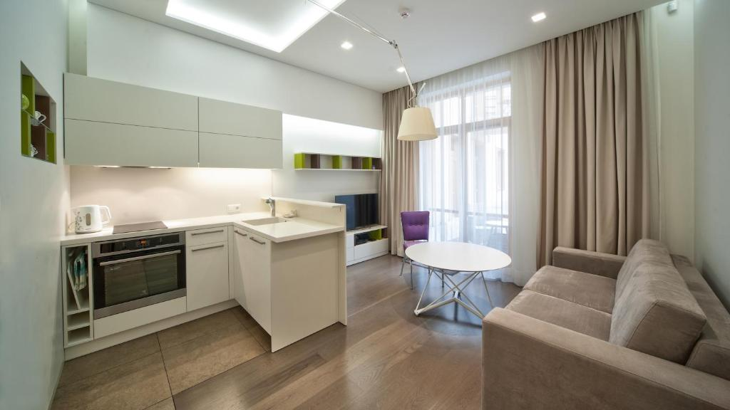 A kitchen or kitchenette at Old Town Stay Apartment