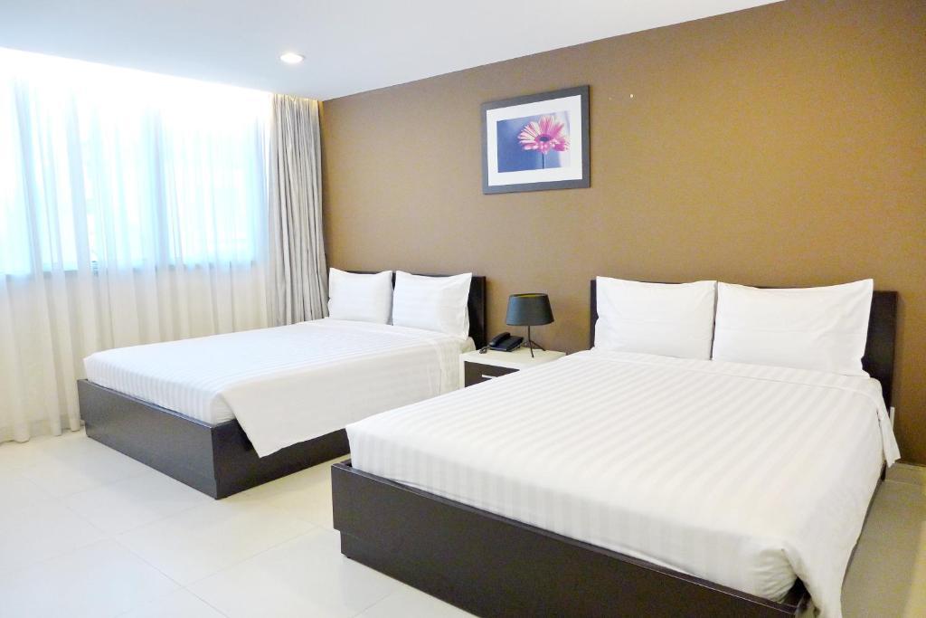 Giường trong phòng chung tại Minh Khang Hotel