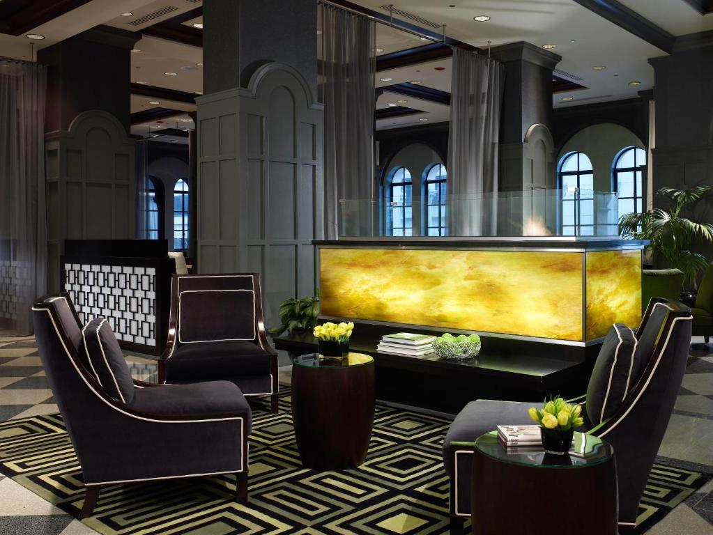 The lobby or reception area at Warwick Allerton Chicago