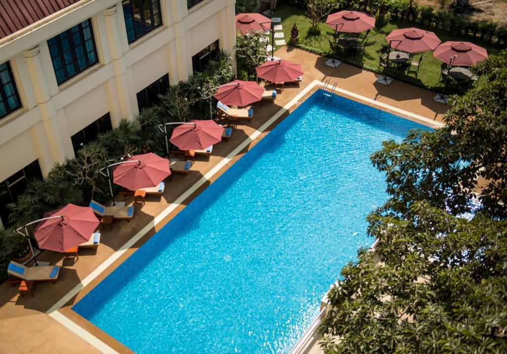 Vista de la piscina de Rose Garden Hotel o alrededores