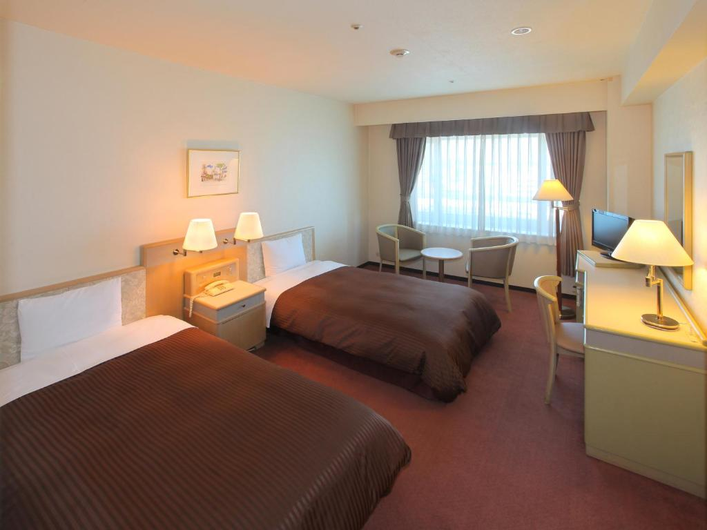 A bed or beds in a room at Hotel Green Tower Makuhari