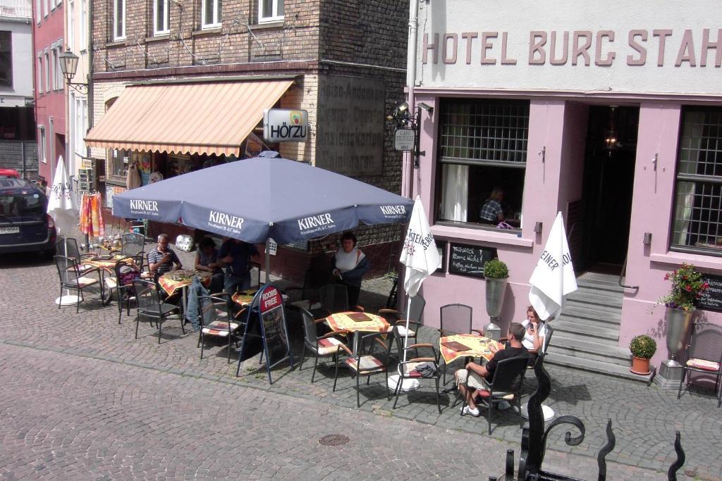 Ein Restaurant oder anderes Speiselokal in der Unterkunft Hotel-Café-Burg Stahleck