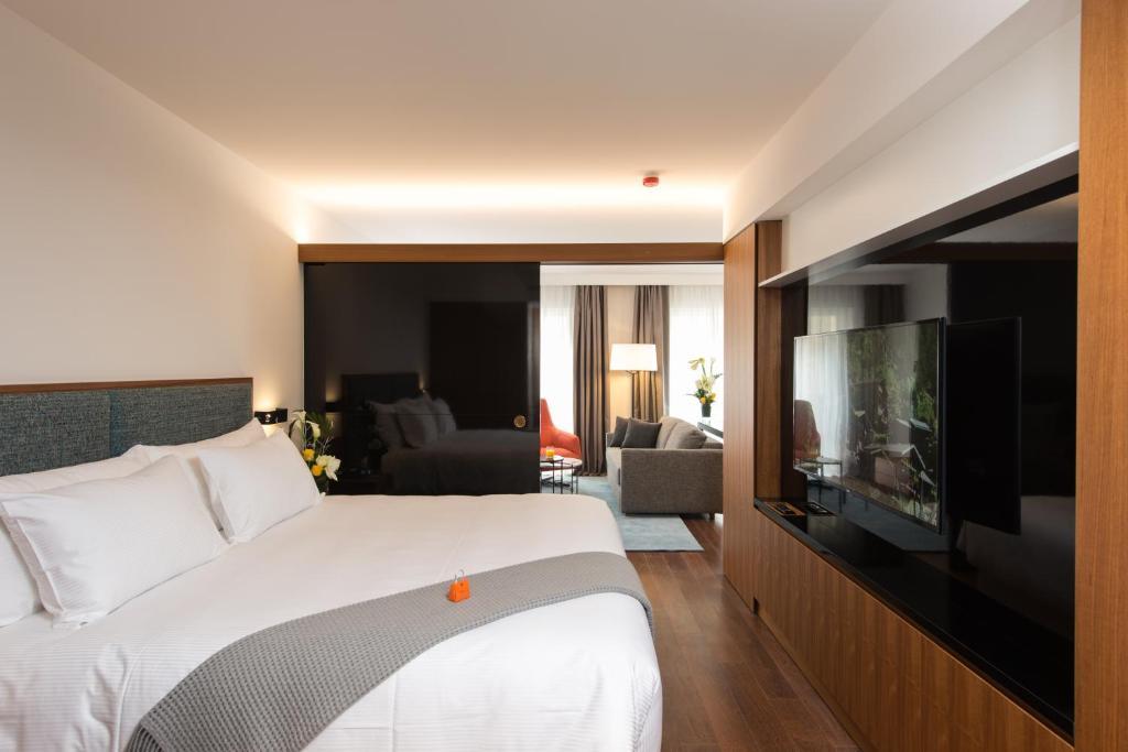 سرير أو أسرّة في غرفة في شقق مخدومة - فرازير سويتس جنيف