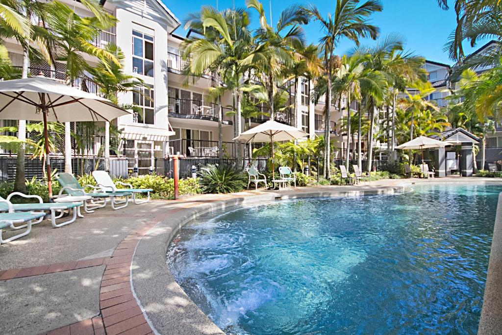 The swimming pool at or near Blue Waters Apartments
