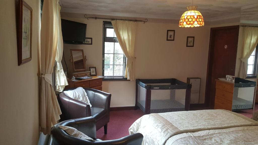 A seating area at Kingfisher Cottage