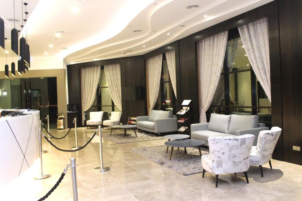 The lobby or reception area at Geobay Hotel