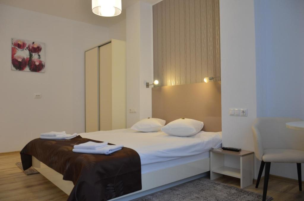 A bed or beds in a room at ApartHotel Zorilor