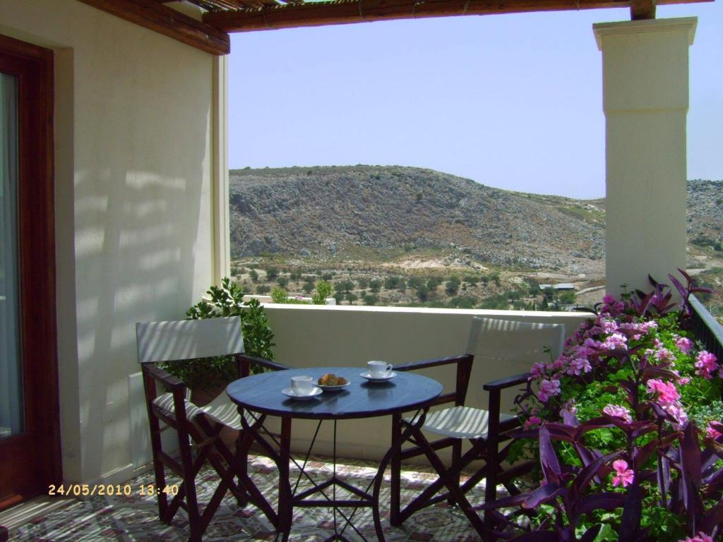 A balcony or terrace at Villa Taxiarchis
