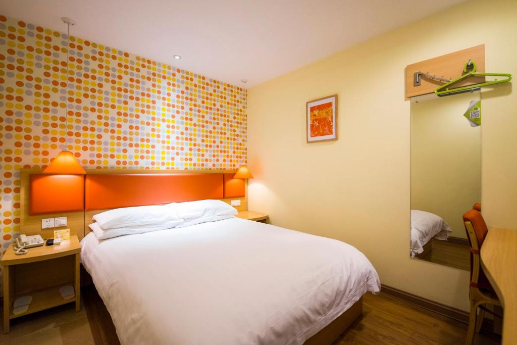 A room at the Home Inn Beijing Capital Airport.