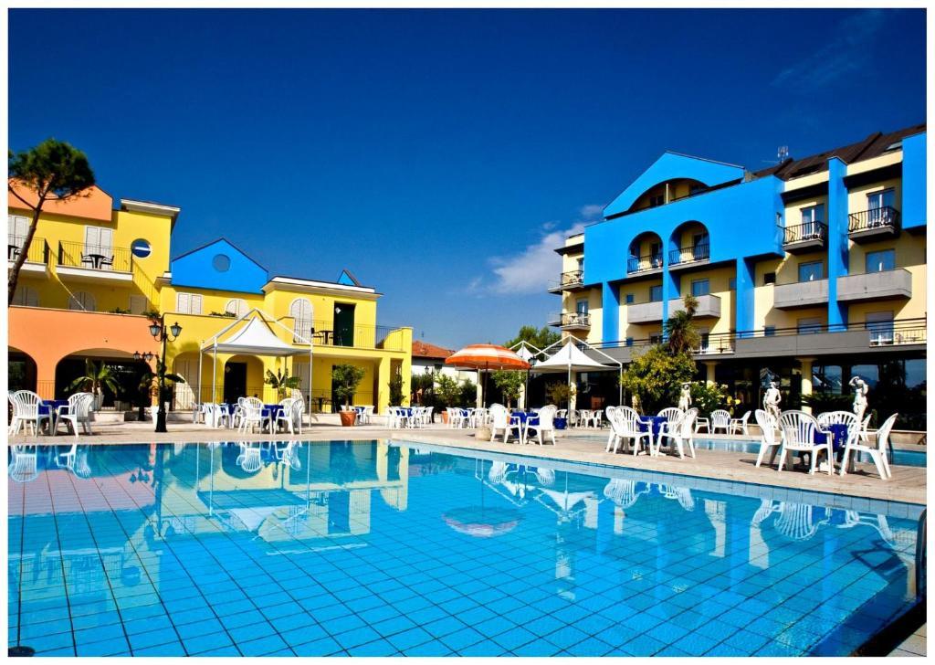 Бассейн в Hotel Parco Dei Principi или поблизости