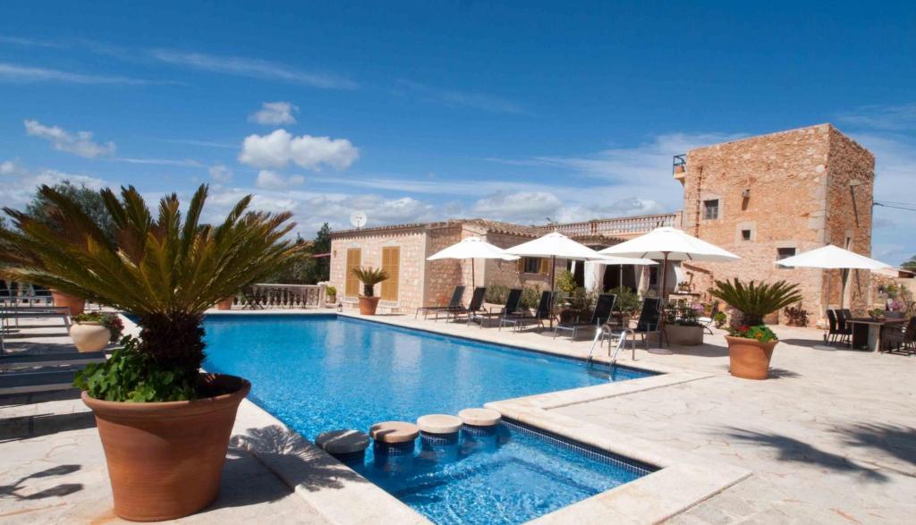 Der Swimmingpool an oder in der Nähe von S´Hort de Can Carrió