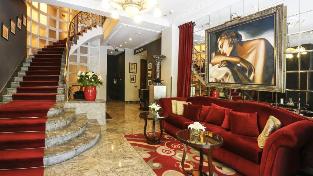 The lobby or reception area at Hôtel & Spa Le Doge - Relais et Châteaux