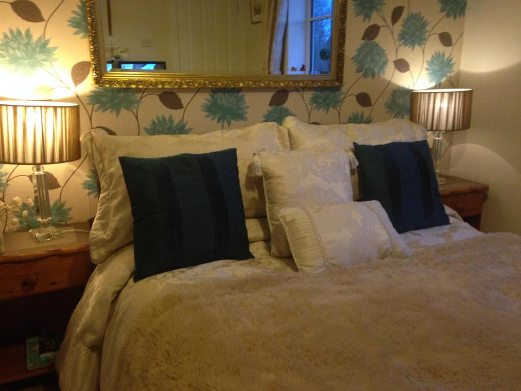 A bed or beds in a room at Abodes B&B