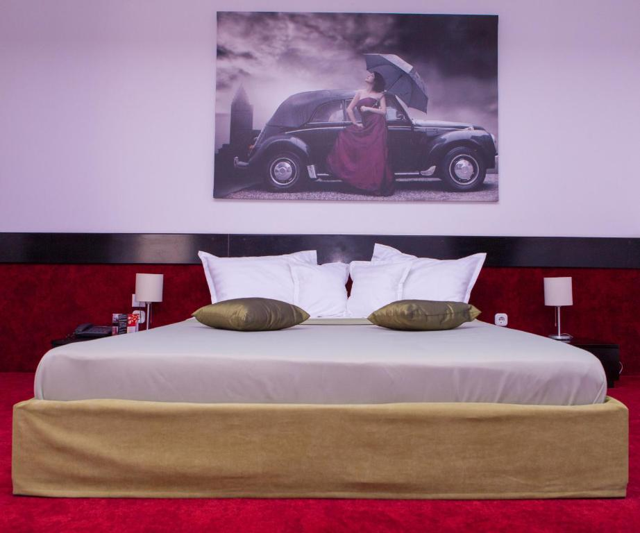 A bed or beds in a room at Pension Santa Fe