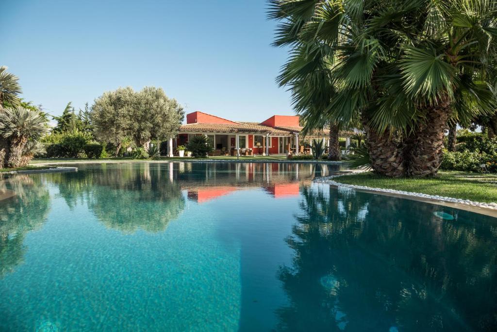 The swimming pool at or close to Il Giardino degli Dei