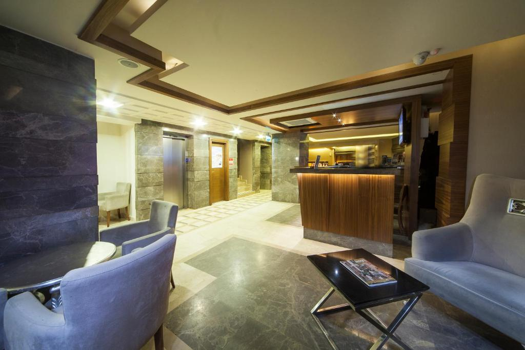 Лобби или стойка регистрации в Delta Hotel Istanbul