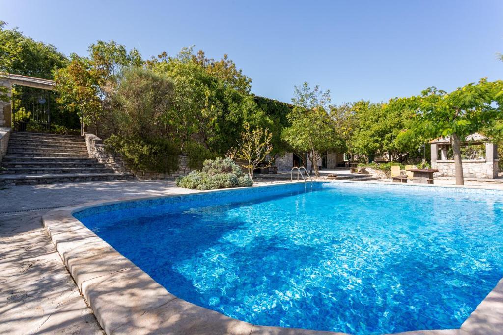 The swimming pool at or close to Rooms & Villas Nono Ban