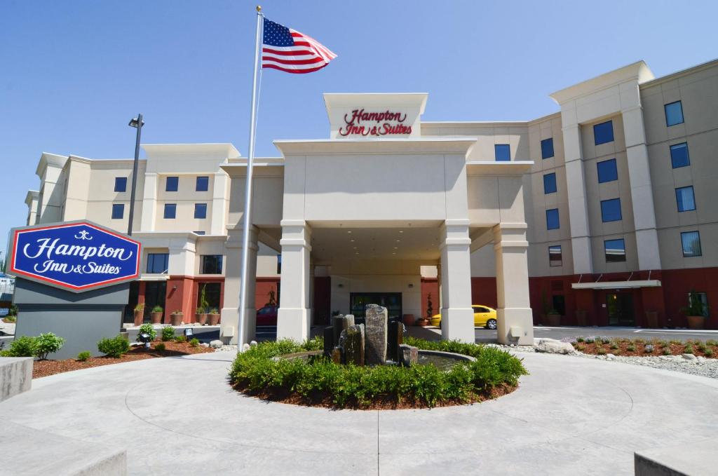 Hampton Inn and Suites Seattle - Airport / 28th Avenue
