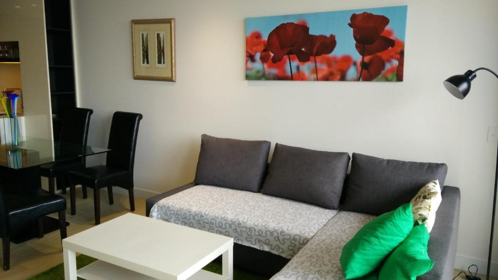 A seating area at Camberwell Vacation Apartment