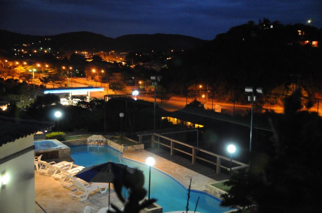 Uma vista da piscina em Condomínio Mares de Búzios ou nos arredores