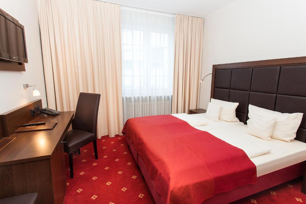 Ein Bett oder Betten in einem Zimmer der Unterkunft Centro Hotel National Frankfurt City