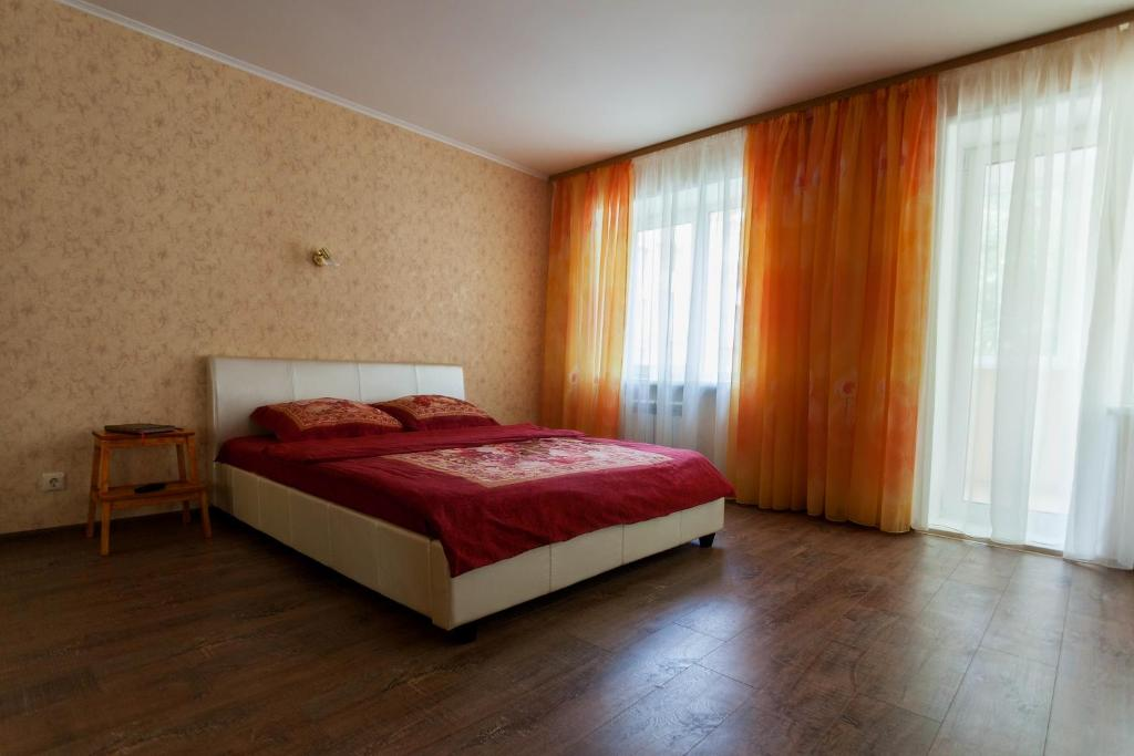 A bed or beds in a room at Studio On Pechorskaya