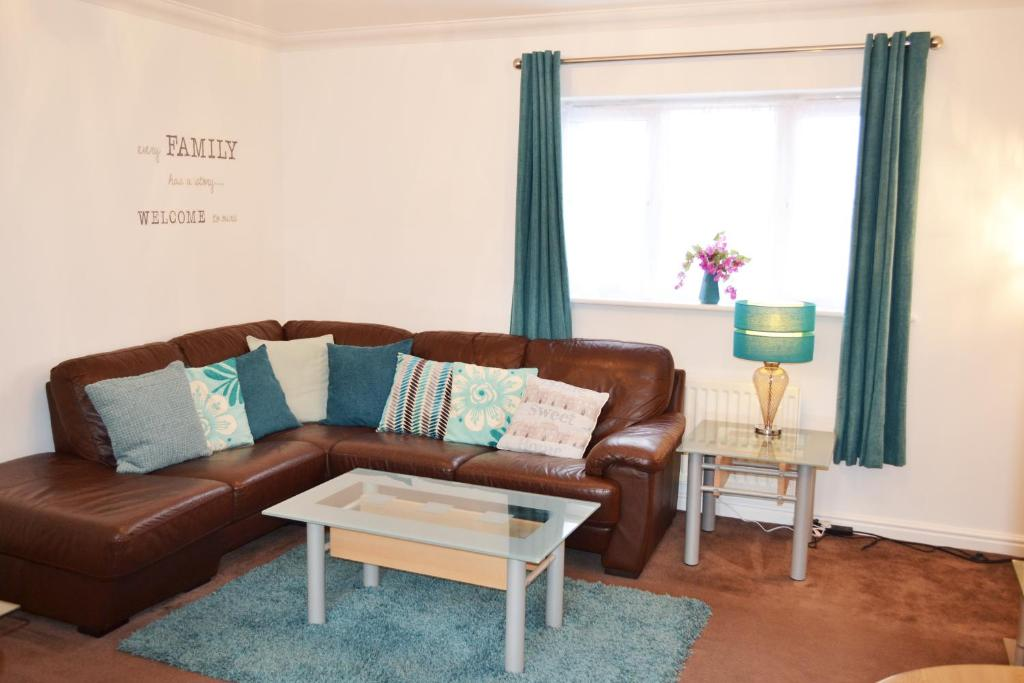 A seating area at Coober Apartment - Home from Home