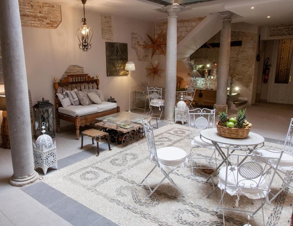 Un restaurante o sitio para comer en Palacio Almagra