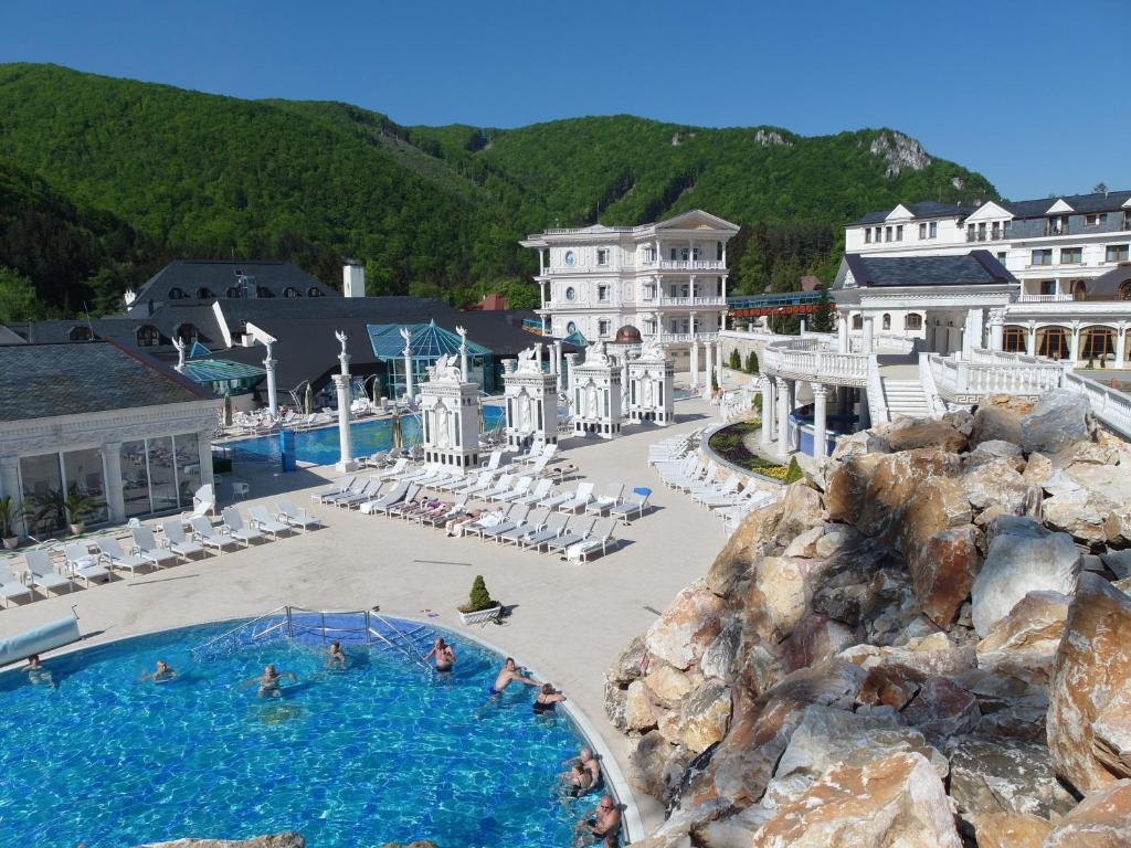 Výhled na bazén z ubytování Hotel Aphrodite nebo okolí