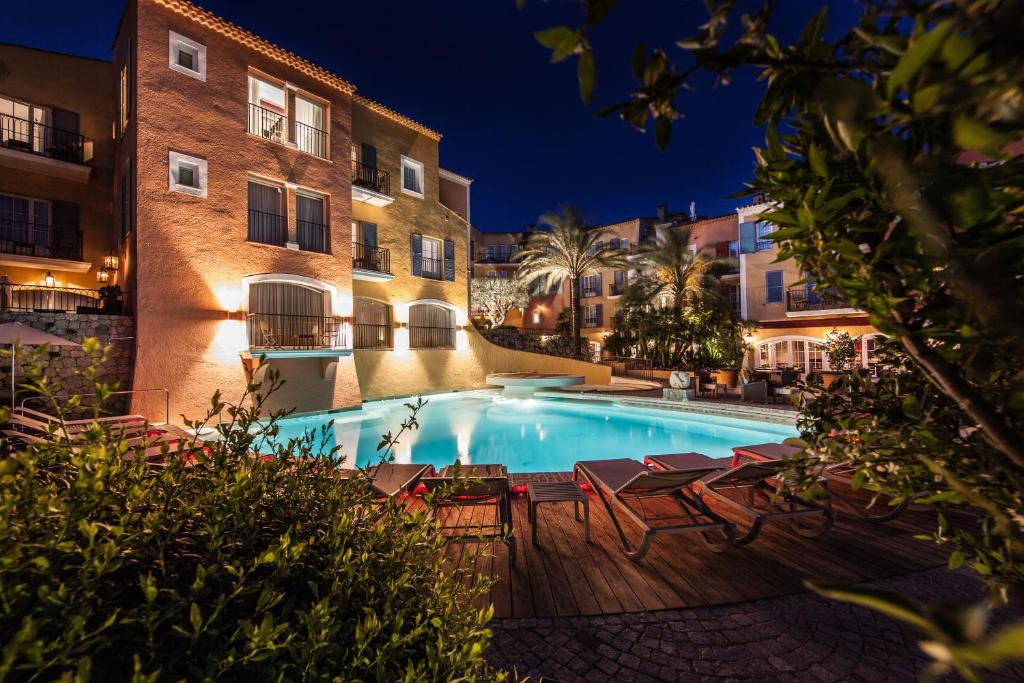 The swimming pool at or close to Hotel Byblos Saint-Tropez