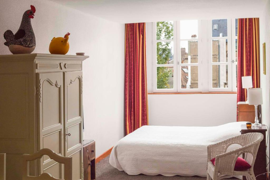 A bed or beds in a room at Studio Lumineux, Coeur De Ville