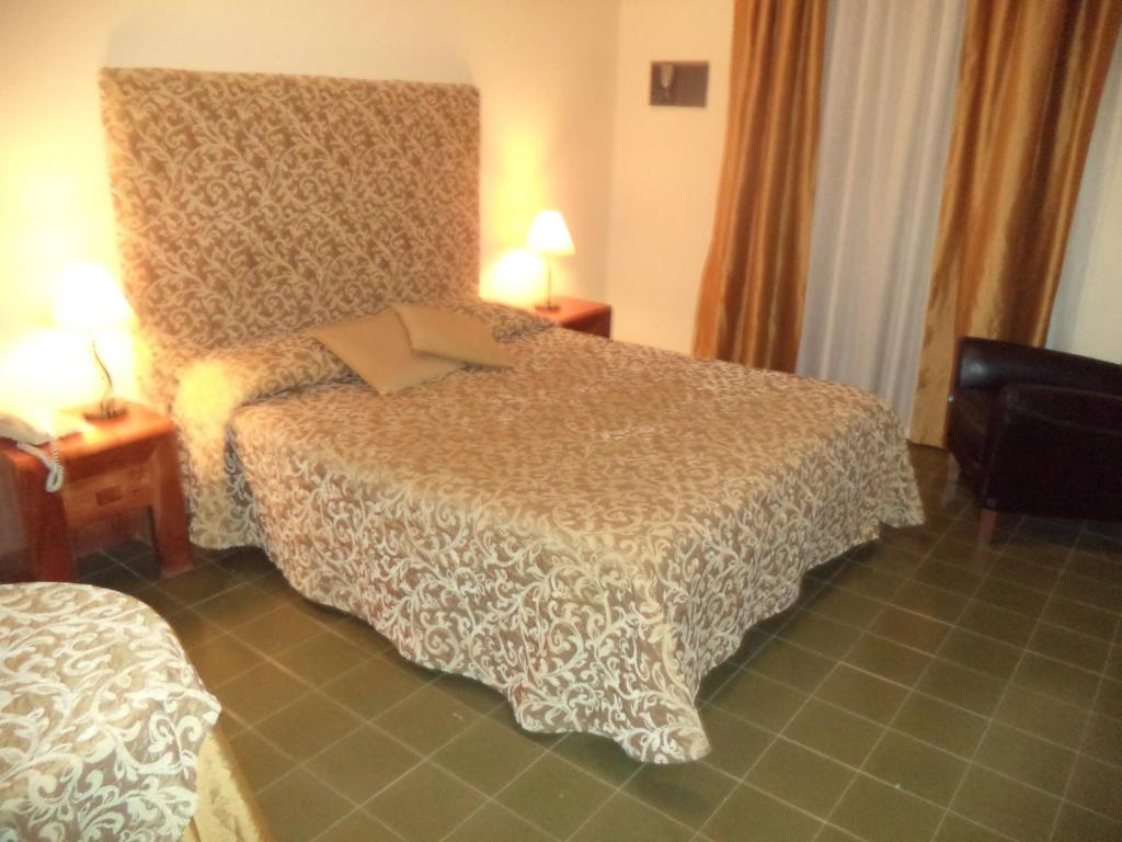 A bed or beds in a room at Hotel Scala Greca
