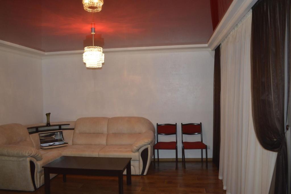 A seating area at Apartment On Pribuzhskaya 2