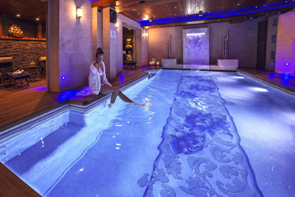 The swimming pool at or close to Mała Anglia - Boutique Apartments & SPA